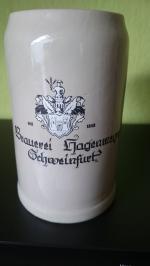 1 Liter Steinkrug fein glasiert aus den 1980 er Jahren mit Hersteller Kennzeichnung.