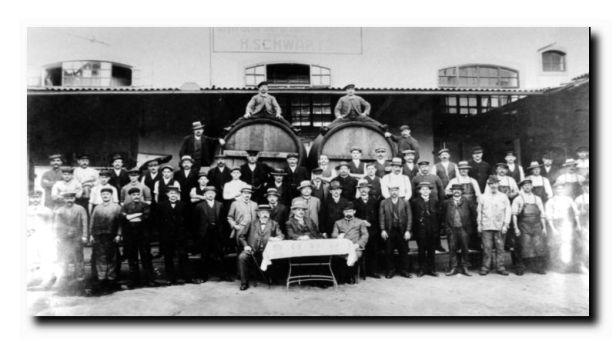 Alte Belegschaft im Jahre 1903 aufgenommen.